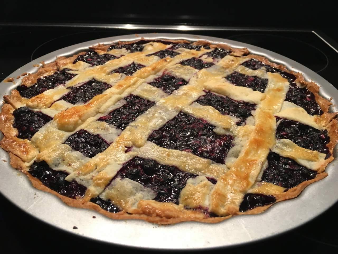 Открытый пирог с черной смородиной рецепт пошагово