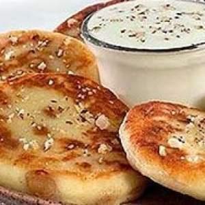 как приготовить сырники с изюмом и грецким орехом